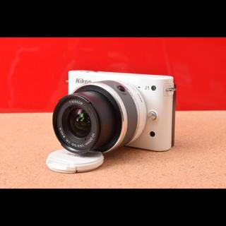 ニコン(Nikon)のNikon 1 ニコン J1 レンズキット!バック&Wi-Fi機能SD 12-3(ミラーレス一眼)