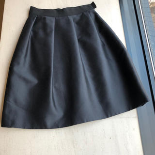 ジャンバティスタヴァリ(Giambattista Valli)のジャンバティスタヴァリ ブラック シルク 女優スカート38の方に 完売品(ひざ丈スカート)