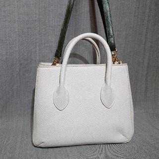 ザラ(ZARA)の超~美品!「ZARA」パウダースノー色!細かな型押しPVC素材②wayバッグです(ハンドバッグ)