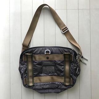 タフ(TOUGH)の肩掛け鞄(ショルダーバッグ)