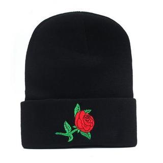 薔薇刺繍 ニット帽 帽子 ブラック 男女兼用(ニット帽/ビーニー)