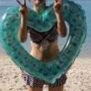 バービー(Barbie)の黄緑色のハートの浮き輪(マリン/スイミング)