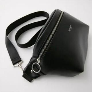 f0e01ca4a681 マウジー(moussy)の新品ブラック☆WAIST&SHOULDERバッグ 正規品を買うて新年
