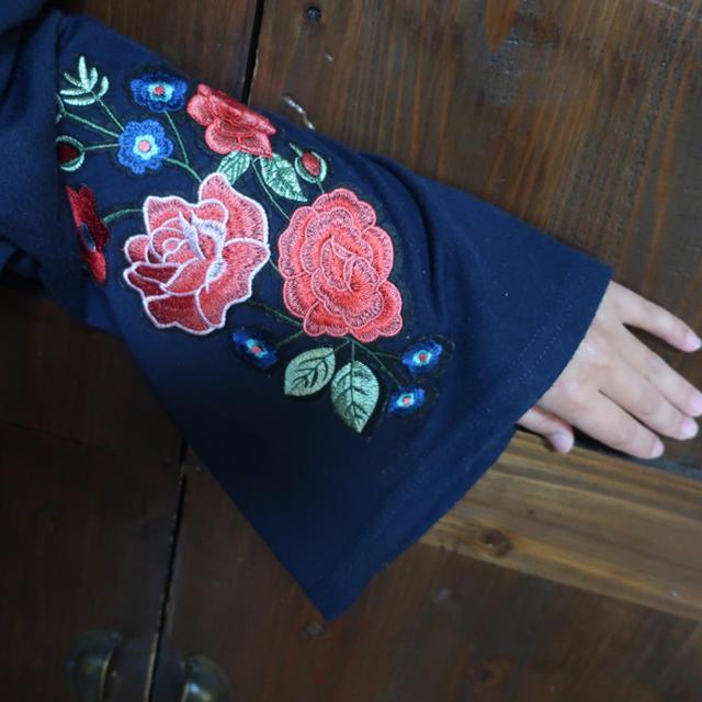 しまむら(シマムラ)のしまむら 刺繍 カットソー レディースのトップス(カットソー(長袖/七分))の商品写真