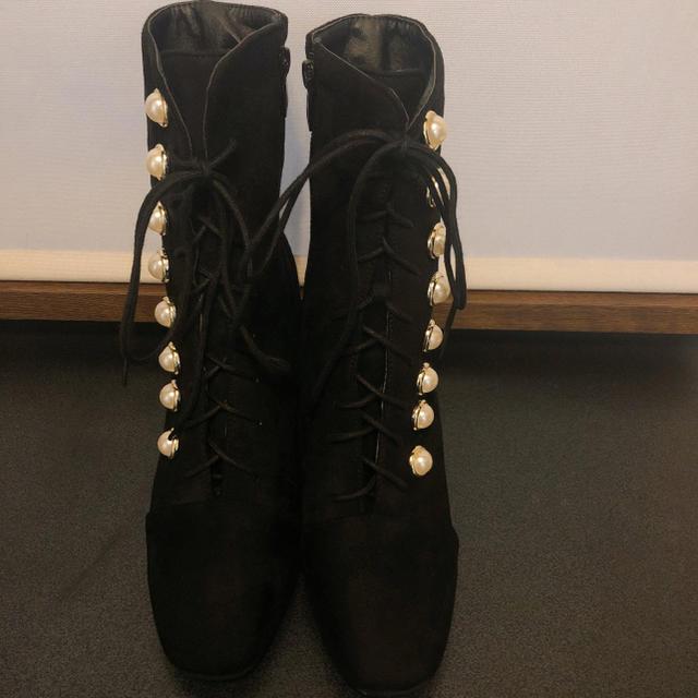 ZARA(ザラ)の【新品】パールボタン 編み上げ ブーツ レディースの靴/シューズ(ブーツ)の商品写真