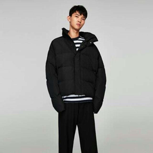 ZARA(ザラ)のザラメンズ防寒対策ブラックショットジャケット メンズのジャケット/アウター(ダウンジャケット)の商品写真