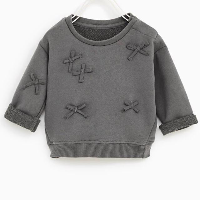 ZARA KIDS(ザラキッズ)のzarababy 98zarakids リボンスウェット リボントレーナー  キッズ/ベビー/マタニティのキッズ服 女の子用(90cm~)(Tシャツ/カットソー)の商品写真