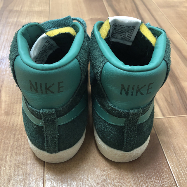 NIKE(ナイキ)の中古 ロンハーマン/Nike Blazer Mid Prm Vntg Suede メンズの靴/シューズ(スニーカー)の商品写真