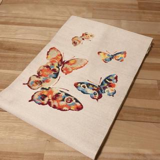 白銀に華やかな蝶々 名古屋帯 正絹(帯)