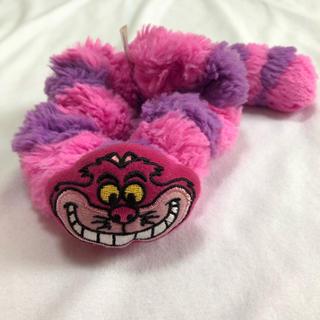 ディズニー(Disney)の美品完売品東京ディズニーリゾート不思議の国のアリスチシャ猫しっぽ付きシュシュ(ヘアゴム/シュシュ)