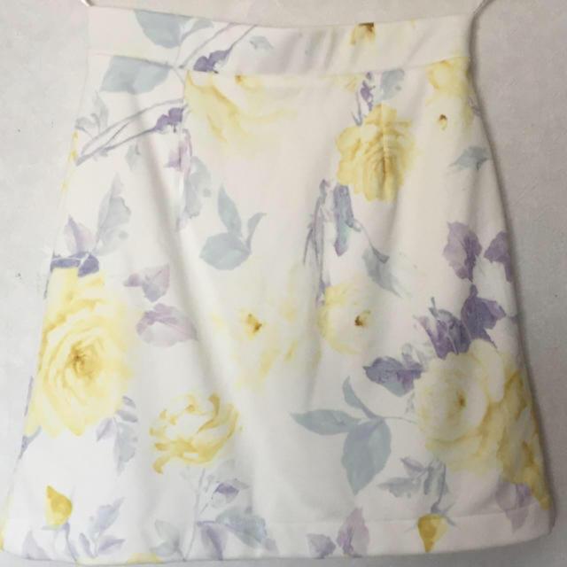 one*way(ワンウェイ)の花柄スカート レディースのスカート(ミニスカート)の商品写真
