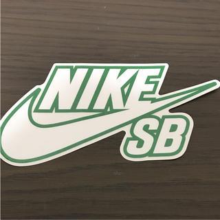 ナイキ(NIKE)の【縦7.8cm横15.3cm】NIKE SBステッカー(ステッカー)