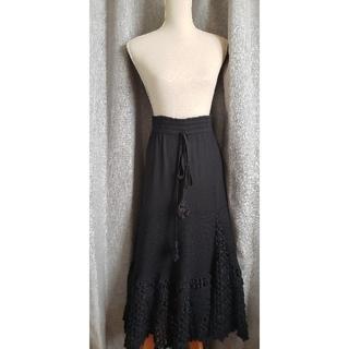 エーティー(A/T)の大変美品 A/T アツロウタヤマ ボリューミィで可愛いニットスカート ロング 黒(ロングスカート)