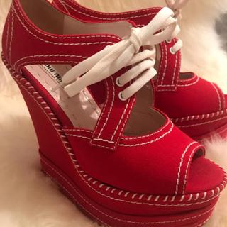 ミュウミュウ(miumiu)のmiumiu 靴 35 ハーフ(サンダル)