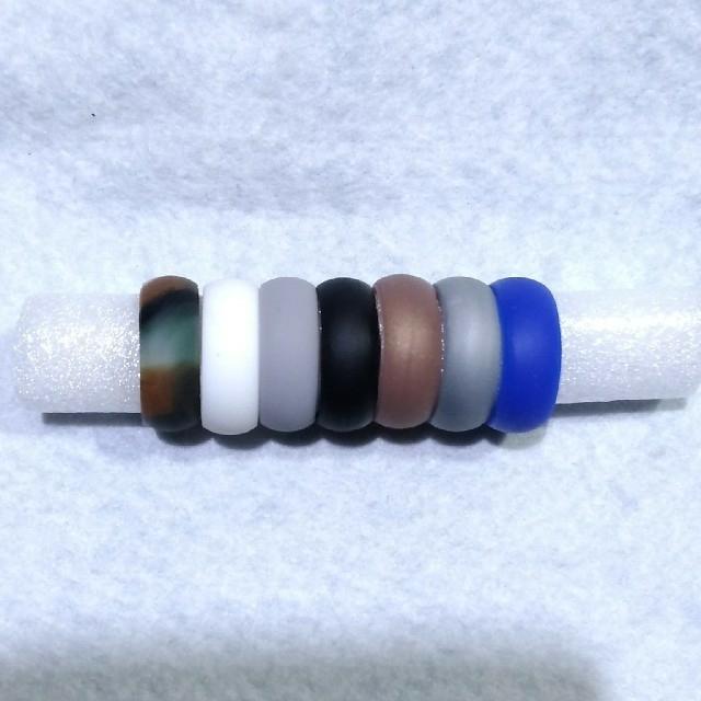【メンズ】シリコンリング(指輪)7色セット24号 メンズのアクセサリー(リング(指輪))の商品写真