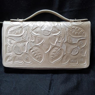 グレースコンチネンタル(GRACE CONTINENTAL)のCarving Tribes 財布(財布)