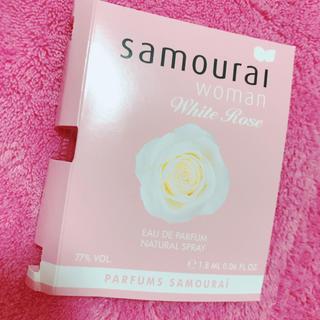 サムライ(SAMOURAI)の新品未使用♡サムライウーマンホワイトローズ携帯ミニボトル香水オードパルファム (香水(女性用))