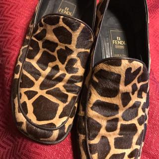 フェンディ(FENDI)のFENDI  豹柄 キリン柄  靴  ローファー  24.5  37レオパード(ローファー/革靴)