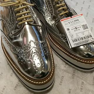 ザラ(ZARA)のZARA woman シルバー 靴 23.5㎝(ローファー/革靴)