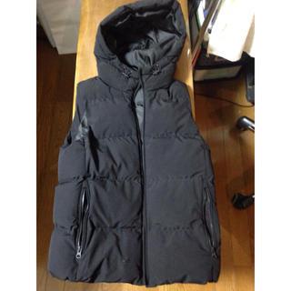 ジーユー(GU)のGU  メンズ Sサイズ 中綿フード付きベスト(パーカー)