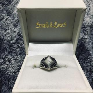 ディールデザイン(DEAL DESIGN)のスネイキッドロウズ HIDE SNAKE RING (WH)(リング(指輪))