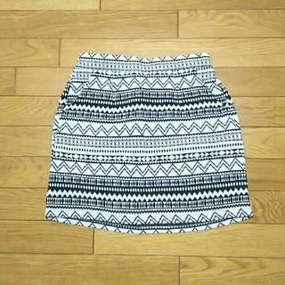 シマムラ(しまむら)のひざ上丈 ネイティブ柄スカート(Mサイズ)(ミニスカート)