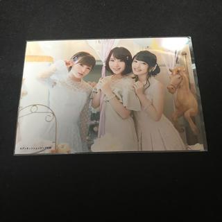 エーケービーフォーティーエイト(AKB48)のAKB48 LOVE TRIP セブンネット 生写真 向井地 美音、高橋、岡田 (アイドルグッズ)