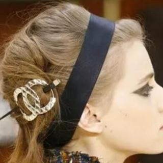CHANEL - シャネル  メタル髪飾り