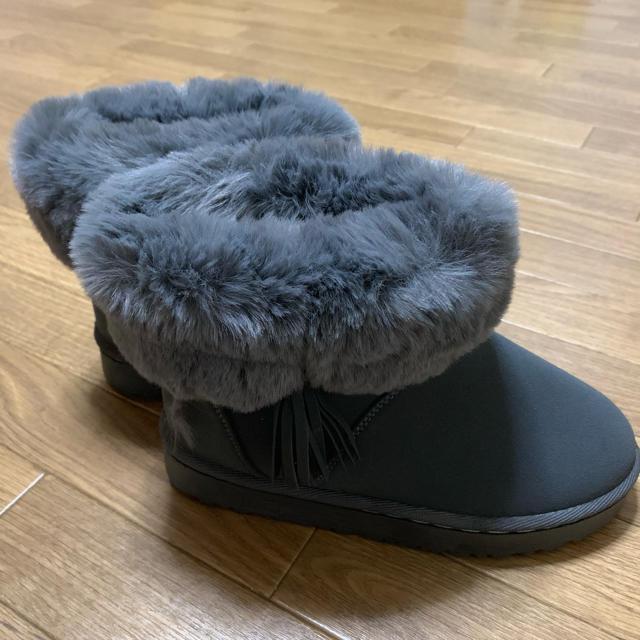 タッセルファーショートブーツ グレー レディースの靴/シューズ(ブーツ)の商品写真