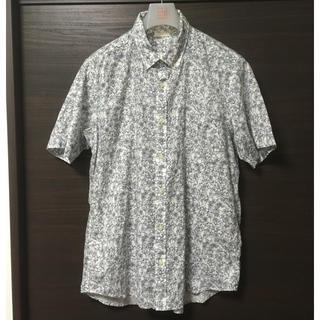 ジーユー(GU)のGU フラワープリントシャツ 半袖 花柄シャツ(シャツ)