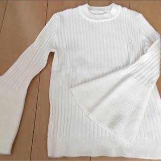 ジーユー(GU)のセーター GU 白(ニット/セーター)