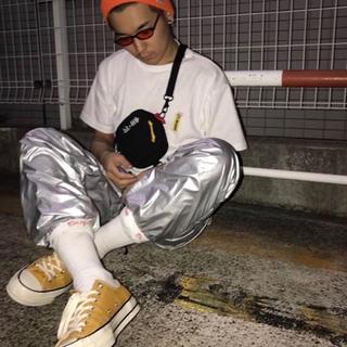 シュプリーム(Supreme)の【カワグチジン 着用】シルバーパンツ ストリート ユニセックス(スラックス)