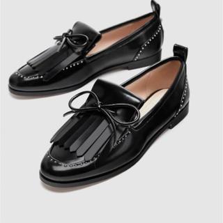 ザラ(ZARA)の大人気完売商品☆ZARA☆パール付きリボンローファー(ローファー/革靴)