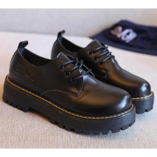 マーチン好きに かわいい 3ホール 厚底 定番ブーツ 黒 DD62ブラック(ローファー/革靴)