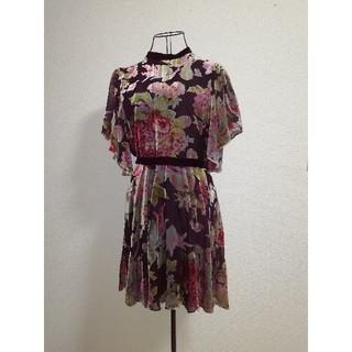 ザラ(ZARA)の新品 ドレス ミニドレス ミニワンピ ベロア 花柄 フラワー フレアー 黒 (ミニドレス)