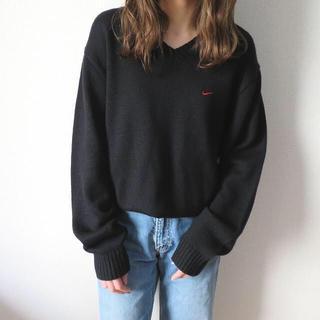 ナイキ(NIKE)のNIKE 刺繍ロゴ Vネック ニット セーター USA製 黒 古着 レディース (ニット/セーター)