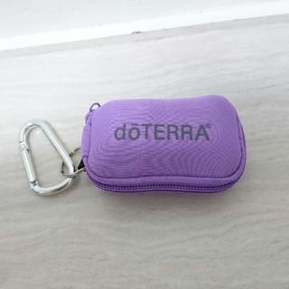 新品 ドテラ ミニボトル 携帯用ポーチ(ラベンダー) エッセンシャルオイル(エッセンシャルオイル(精油))