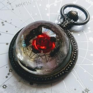 赤薔薇と黒羽根の懐中時計(チャーム)