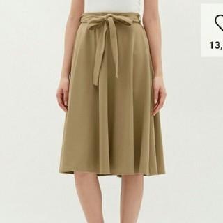 ジーユー(GU)のGU ウエストリボンポンチフレアスカート(ひざ丈スカート)