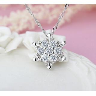ホワイト☆キュービックジルコニア スノーフレーク ペンダント 雪 結晶