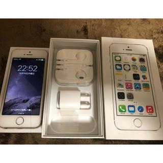 アップル(Apple)のiPhone5s White au32GBモデル(スマートフォン本体)