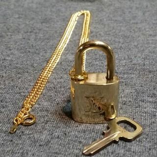 ルイヴィトン(LOUIS VUITTON)のルイヴィトン パドロック カデナ 南京錠323(ネックレス)