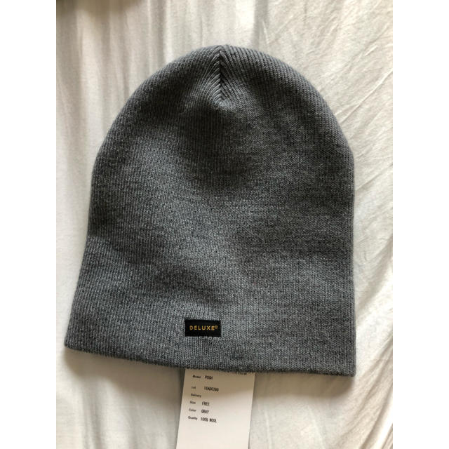 DELUXE(デラックス)のdeluxe ビーニー  ニット帽 新品 定価7000円 メンズの帽子(ニット帽/ビーニー)の商品写真