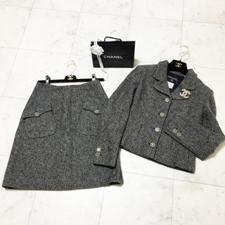 シャネル(CHANEL)の美品 シャネル ココマーク付 ミックスツイード  スーツ(スーツ)