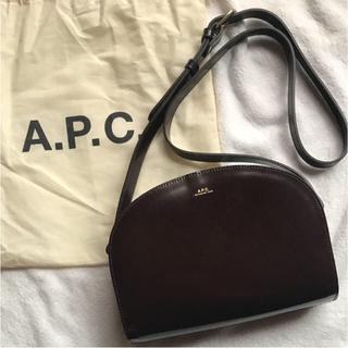 APC ハーフムーン ショルダーバッグ