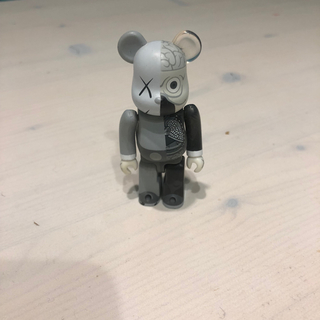 MEDICOM TOY - kaws BE@RBRICK ベアブリック 100%