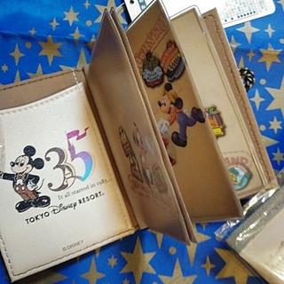 ディズニー(Disney)のパーク完売品★ディズニー 35周年★パスケース★ヒストリー(パスケース/IDカードホルダー)