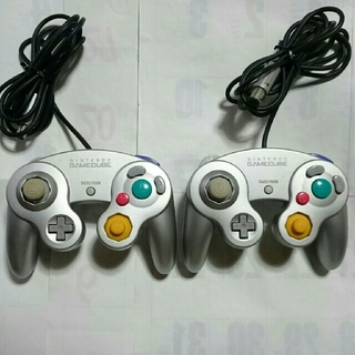 ニンテンドウ(任天堂)のゲームキューブ用コントローラー 2個セット! switchにも? ジャンク!(その他)