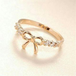 ラインストーンリボンリング ゴールド☆新品(リング(指輪))