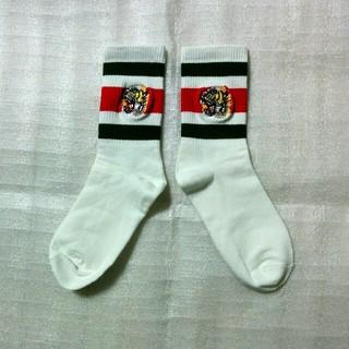 ★2足目から半額★即購入OK虎刺繍ソックス白緑赤(ソックス)